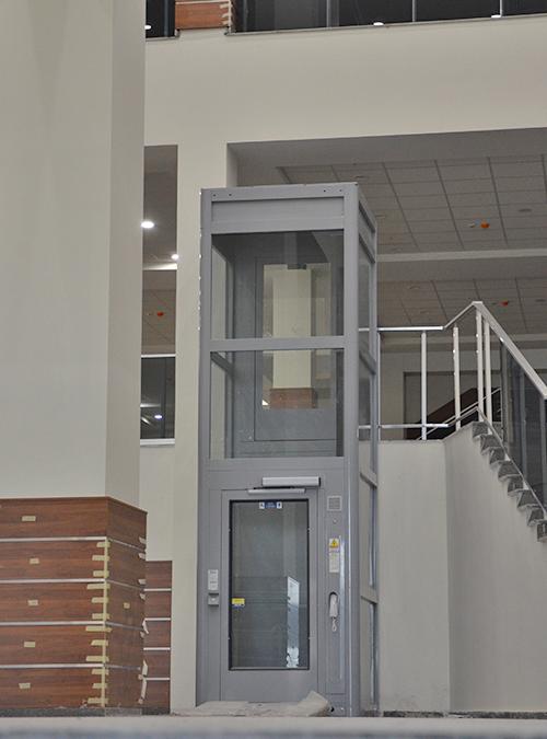 iç mekan hidrolik engelli asansörü
